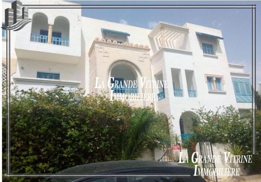 un superbe appartement avec place de parking dans une résidence gardée en plein Yasmine Hammamet