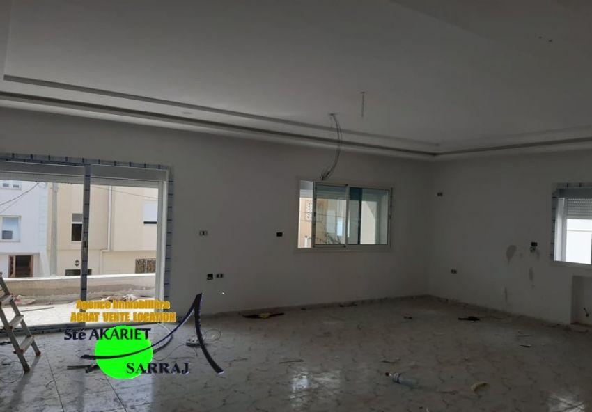 1ér étage De villa jamais Habité Prés Mosquée Fatma Ezzahra
