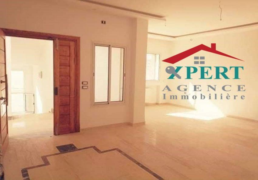 Appartement 130m², Cuisine équipée, Terrasse, Sahloul
