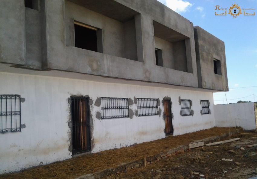 5 maisons inachevées ;; 100 m de la plage de Ain grinz_Kélibia