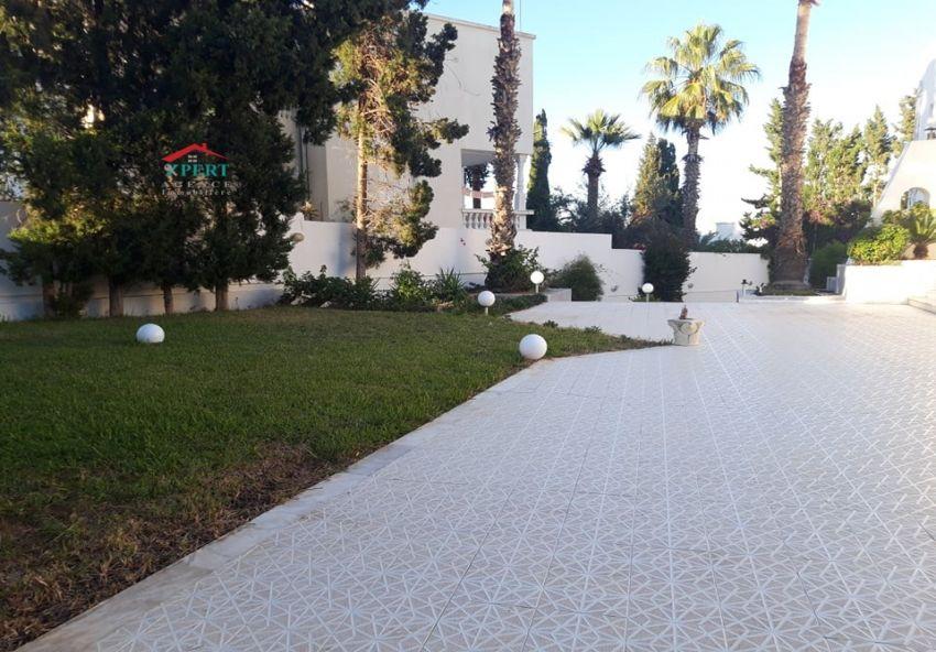 Villa 1000m², Cuisine équipée, Terrasse, Hammam Sousse